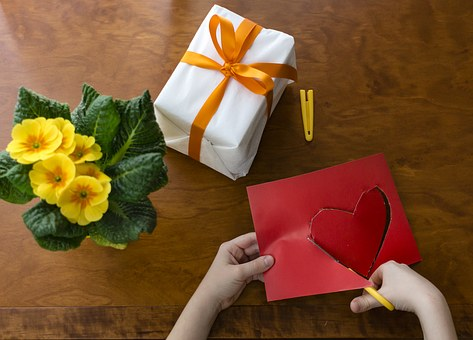 Give Your Kids Activities To Do On Valentine's Day!