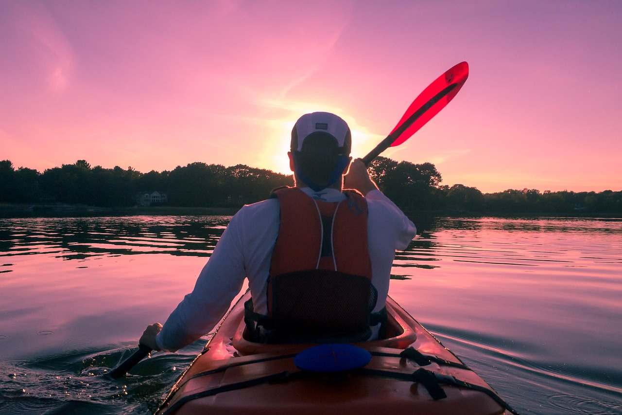 How to Stay Safe When Kayaking